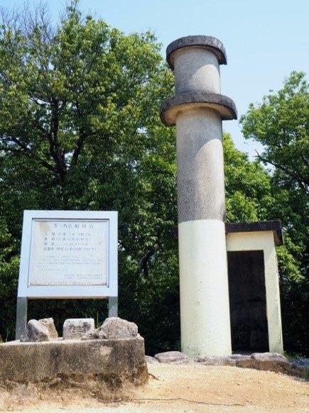 サイレン塔と三角点
